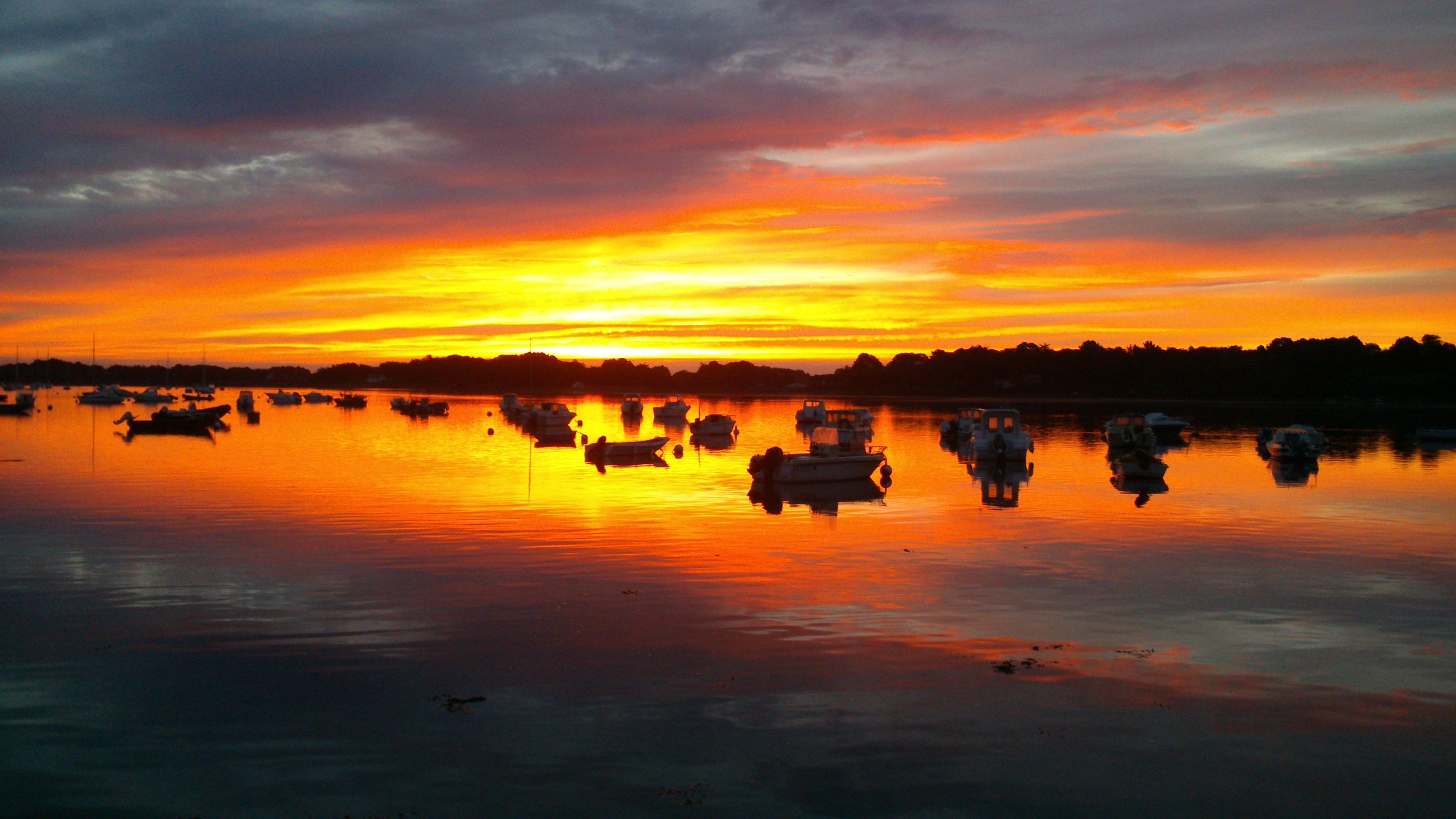 lever de soleil vu du port du Logéo