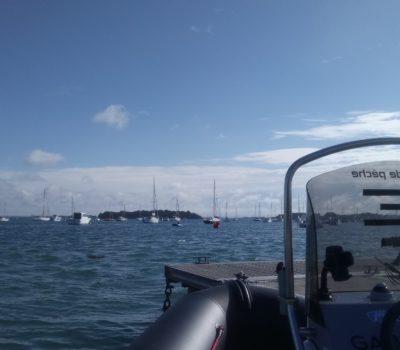 Peche en mer au départ du port du Logeo à Sarzeau, vu l'île de Stibiden...
